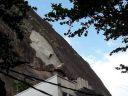 Prédio é atingido por rocha que deslizou do Morro da Urca