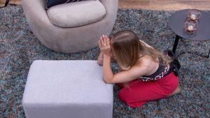 Carla Diaz descobre que está no paredão falso e que não foi eliminada e comemora