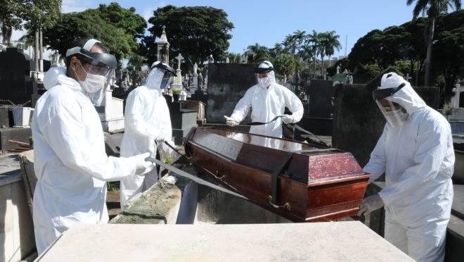 Brasil ultrapassa marca de 350 mil vítimas da covid-19