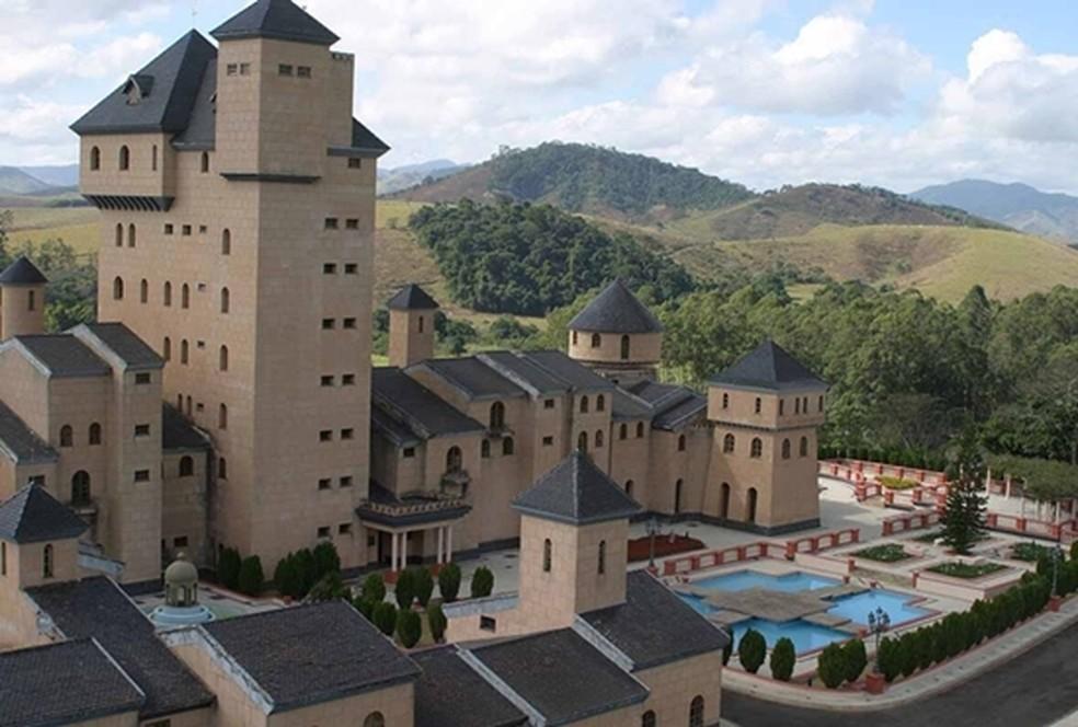 Castelo com 37 suítes construído por ex-deputado mineiro vai a leilão com lance mínimo de R$ 30 milhões