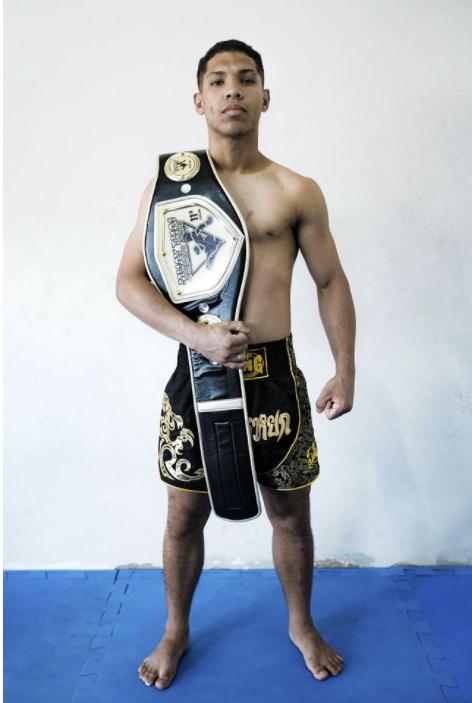 Atleta de Rio Bonito, Renato Aldo se destaca em competição e ganha cinturão estadual de muay thai