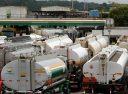 Transportadores de combustíveis entram em greve em seis estados. No Rio, a expectativa é que 1.500 veículos deixem de circular