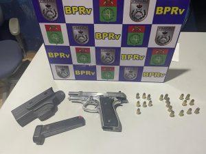 BPRv de Boa Esperança, em Rio Bonito, apreende duas armas em Porsche e Dodge RAM