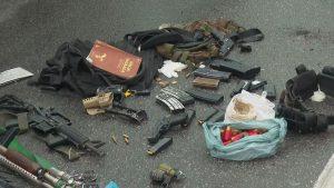PRF troca tiros na Via Dutra, homem morre e agentes apreendem armas e munições dentro do carro