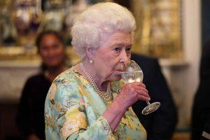 Rainha Elizabeth tem túnel secreto que liga palácio a bar favorito da realeza na Inglaterra