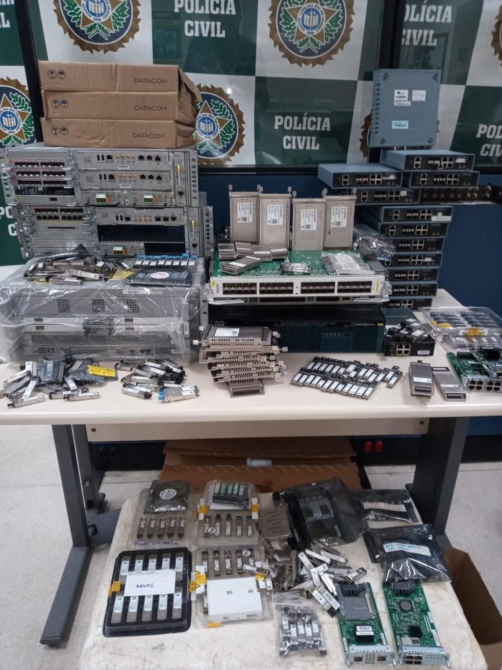 Uma empresa de Teresópolis suspeita de vender mais de R$ 500 mil em equipamentos furtados é alvo da polícia no RJ