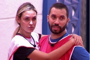 Gilberto e Sarah são a última dupla a deixar a Prova do Líder e vencem a disputa