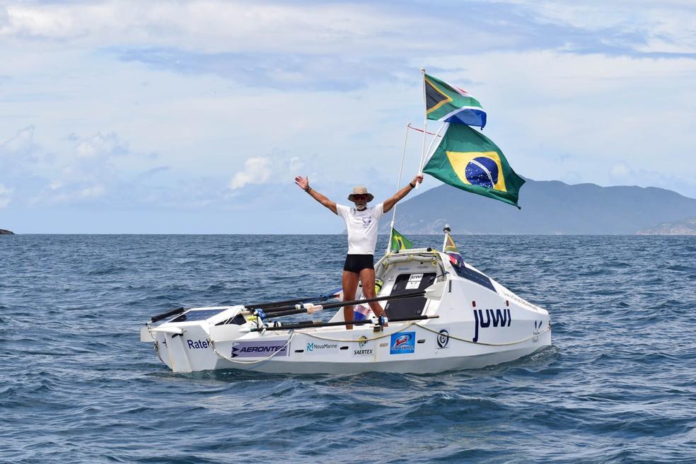 Zirk Botha saiu da Cidade do Cabo, na África do Sul e após 71 dias em alto mar chega a Cabo Frio e bate recorde