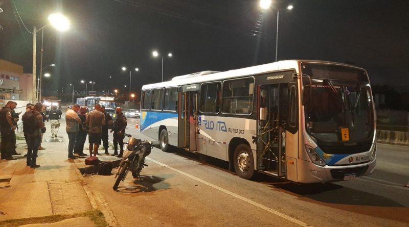 Tentativa de assalto em ônibus acaba em morte na BR-101