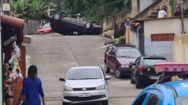 São Gonçalo: casal tem carro metralhado ao entrar em comunidade
