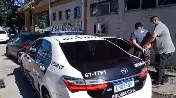 Policiais prendem homem que estuprou mulher sob ameaça de uma faca em Búzios