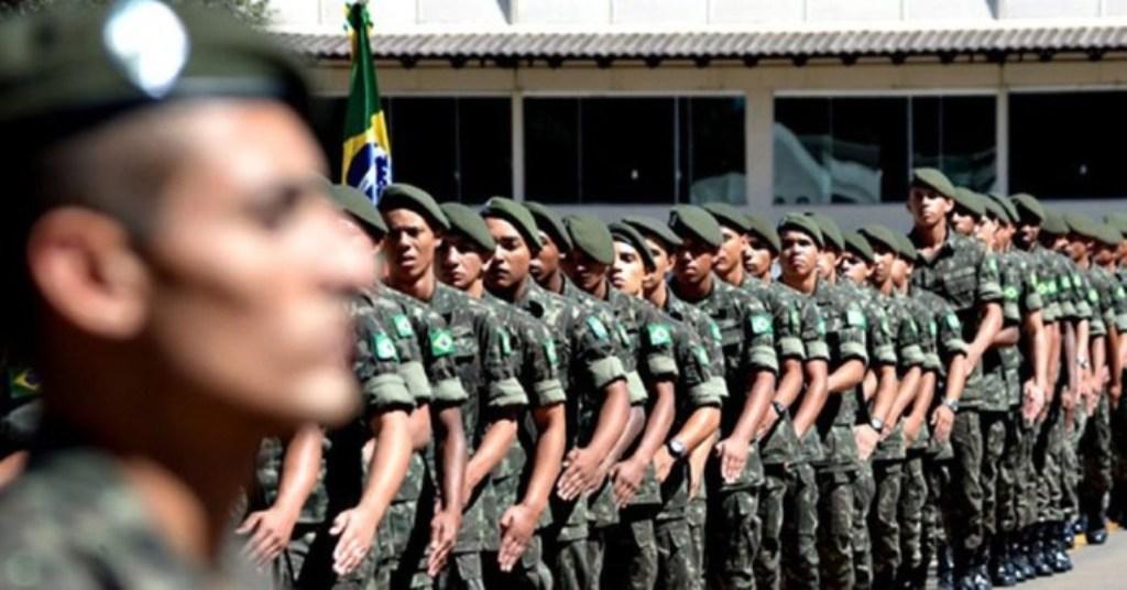 Jovens que completam 18 anos em 2021 devem fazer o alistamento militar até 30 de junho