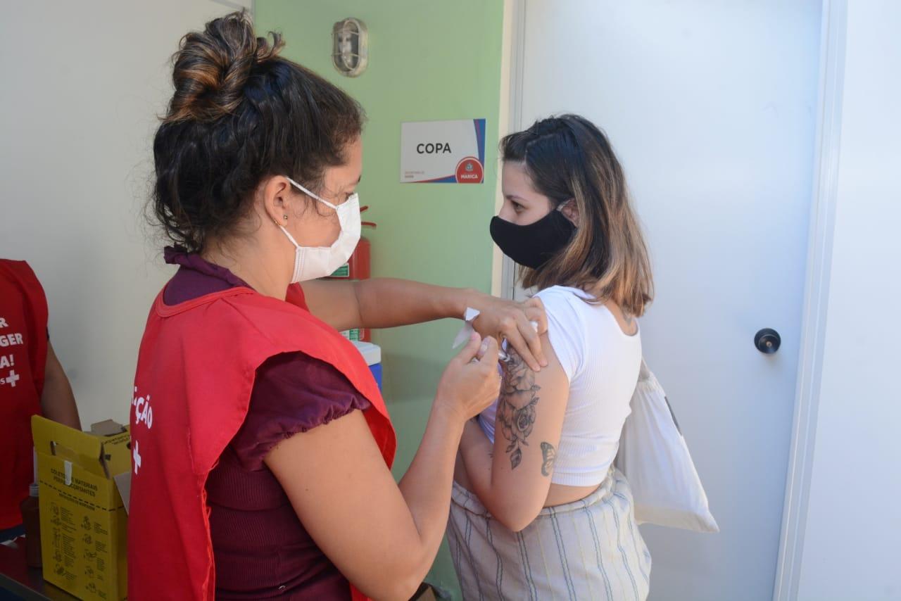 Maricá imuniza grávidas e pessoas com Síndrome de Down