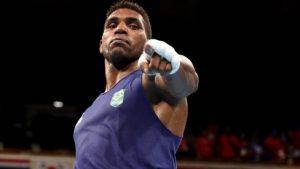 Boxeador Abner Teixeira se classifica e garante pelo menos o bronze para o Brasil em Tóquio