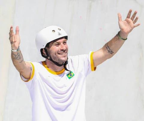 Pedro Barros ganha prata em Tóquio, diz que medalha é souvenir e valoriza fraternidade entre skatistas