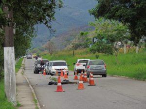 Corpo é encontrado no bairro Parque das Acácias, às margens da BR-101, em Rio Bonito