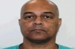Polícia afirma que casa do treinador de basquete, acusado de abusar de jovens atletas, tinha circuito interno de câmeras que o flagraram cometendo o crime
