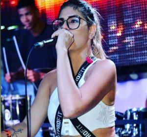 Cantora morre após ser baleada enquanto andava em motocicleta com namorado em Salvador