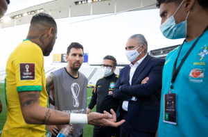 """Fifa apura suspensão de jogo entre Brasil e Argentina. Presidente da Federação classificou a situação como """"maluca"""""""