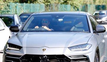 Cristiano Ronaldo chega ao treino no Manchester United em carro avaliado em R$ 1,2 milhão