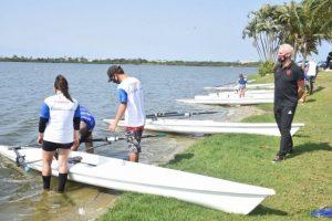 Prefeitura de Maricá promove encontro de atletas de remo com alunos do Projeto Navegar