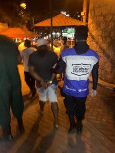 Homem tenta roubar taxista, é linchado e acaba preso por agentes da Operação São Gonçalo Presente