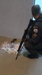 Confronto entre bandidos e a Polícia Militar termina com baleado e drogas apreendidas em Ipiíba, São Gonçalo