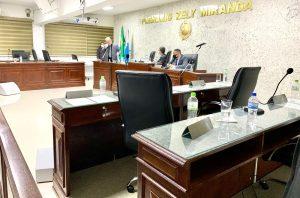 Vereadores de Rio Bonito representam, pela terceira vez, contra o presidente da Câmara e abandonam sessão antes do encerramento