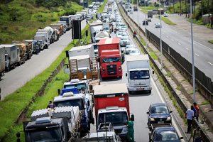 3 estados seguem com pontos de concentração de caminhoneiros, diz Ministério da Infraestrutura
