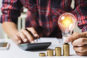 Moradores de Cabo Frio, na Região dos Lagos, podem reduzir a conta de luz em até 65%