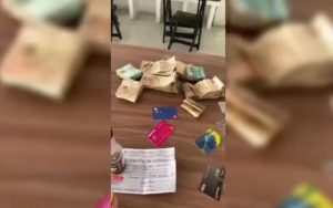 Garçom devolve mochila com R$ 240 mil que encontrou em churrascaria no interior de Sergipe