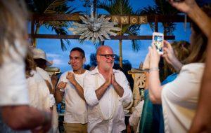 Arquiteto troca de noivo um dia antes do casamento e anuncia aos convidados na hora da cerimônia