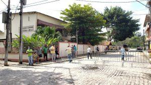Mulher é detida após tirar foto da urna na eleição de Silva Jardim, que acontece neste domingo (12)