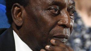 Após retirada de tumor, Rei Pelé está na UTI, mas passa bem