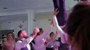 Noivo fratura a coluna após ser jogado para o alto por convidados durante a festa de casamento