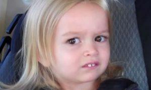 Meme da menina Chloe olhando para o lado, que viralizou em 2013, será leiloado