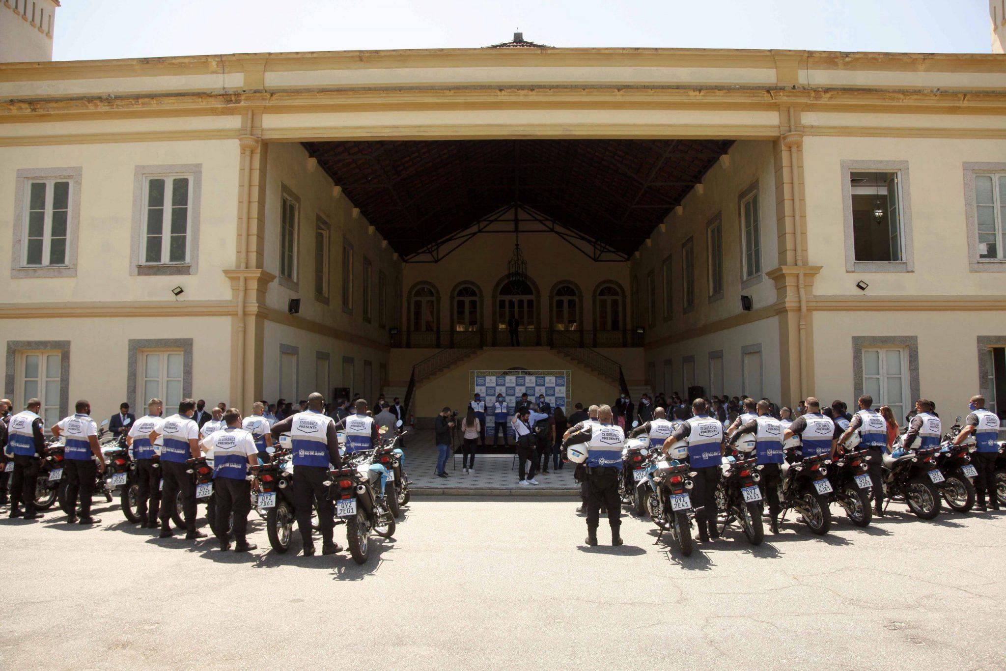 Estado entrega mais 20 motocicletas para o Segurança Presente de Niterói