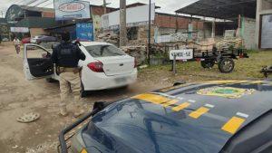 Polícia Rodoviária Federal prende acusado e recupera carro roubado e clonado em Itaboraí