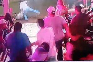 Homem apanha em bar após agredir ex que eu fim ao namoro um dia antes