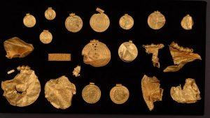 Arqueólogo amador da Dinamarca encontra tesouro da época pré-viking com quase 1kg de ouro